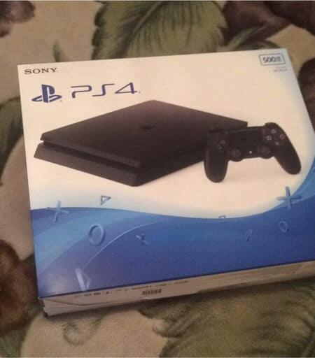 PS4 Slim box front